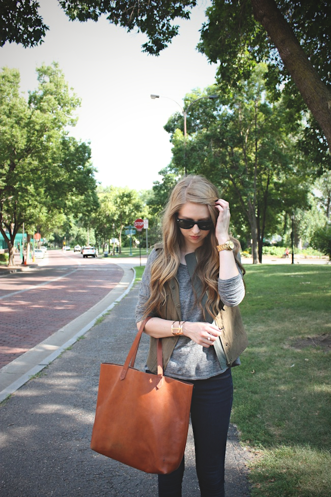 chelsea_lane_zipped_blog_minneapolis_fashion_blogger_parc_boutique_bb_dakota_grey_tee_costa_blanca_vest_gap_denim_leggings_sam_edelman_black_petty_madewell_transport_tote3.jpg