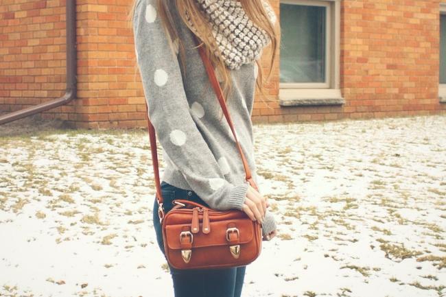 minneapolis_fashion_blogger_forever21_gap_loopscarf_madewell_highriser_samedelman_petty_ankle_boots_black_francesca's_crossbody2.jpg