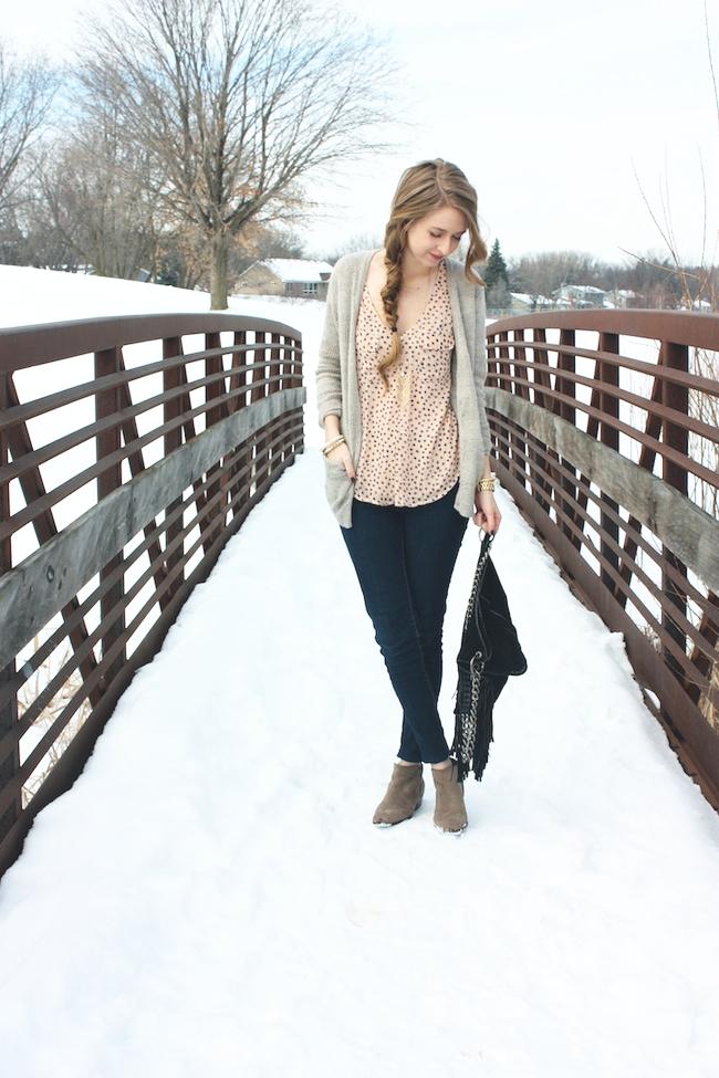 minneapolis_fashion_blog_blogger_the_elle_boutique_arkansas_levis_denim_legging_sam_edelman_petty_putty_ankle_boots_cut_n_paste_lia_tote_bag_side_braid1_forever21_cardigan_4.jpg