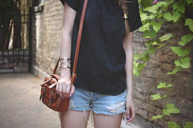 chelsea_lane_zipped_blog_minneapolis_fashion_blogger_vintage_silk_tee_urban_outfitters_renewal_levis_converse_low_top_off_white_francescas_handbag5.jpg