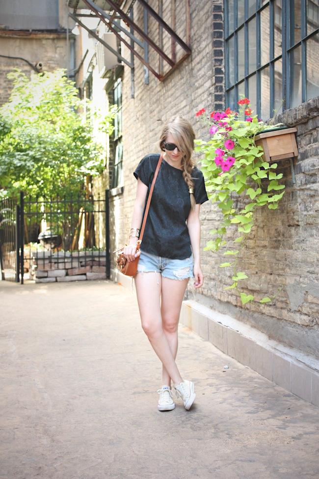 chelsea_lane_zipped_blog_minneapolis_fashion_blogger_vintage_silk_tee_urban_outfitters_renewal_levis_converse_low_top_off_white_francescas_handbag2.jpg