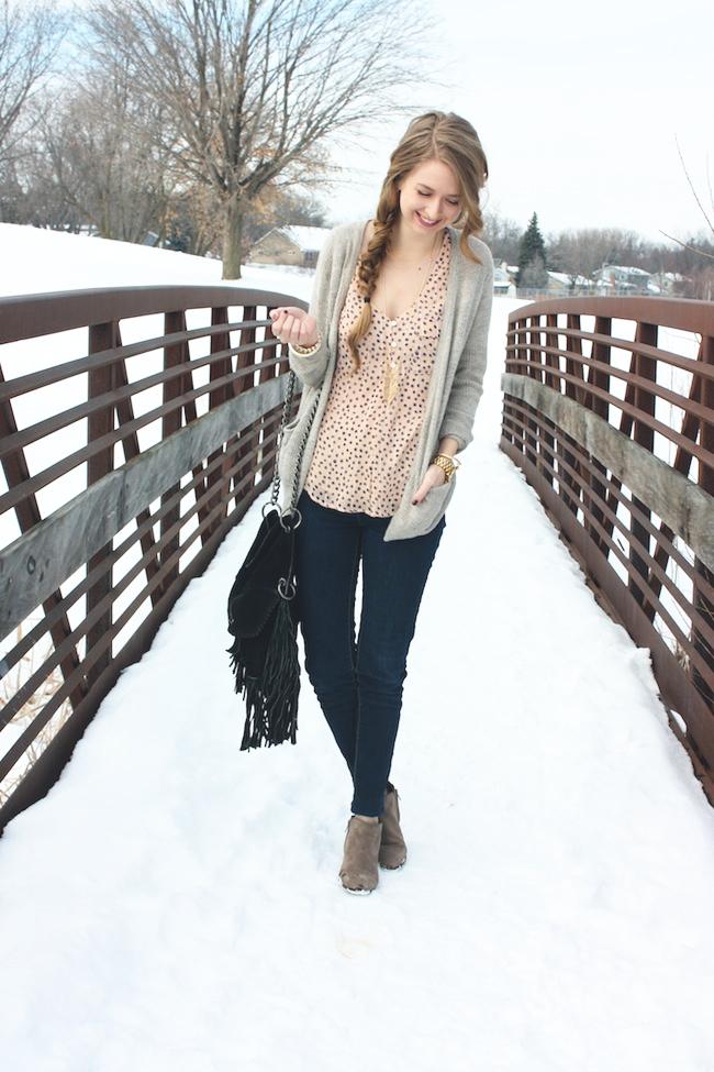 minneapolis_fashion_blog_blogger_the_elle_boutique_arkansas_levis_denim_legging_sam_edelman_petty_putty_ankle_boots_cut_n_paste_lia_tote_bag_side_braid1_forever21_cardigan_1.jpg