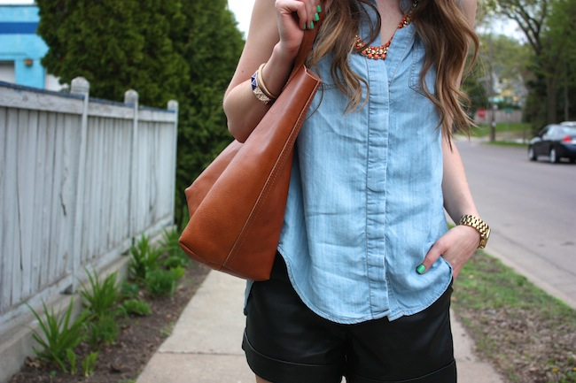 chelsea_lane_zipped_minneapolis_fashion_blog_blogger_lily_and_violet_minkpink_leather_shorts_sleeveless_chambray_madewell_transport_tote_monogrammed_sam_edelman_petty_ankle_boots_black_parc_boutique_orange_necklace14.JPG