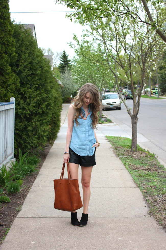 chelsea_lane_zipped_minneapolis_fashion_blog_blogger_lily_and_violet_minkpink_leather_shorts_sleeveless_chambray_madewell_transport_tote_monogrammed_sam_edelman_petty_ankle_boots_black_parc_boutique_orange_necklace1.jpg