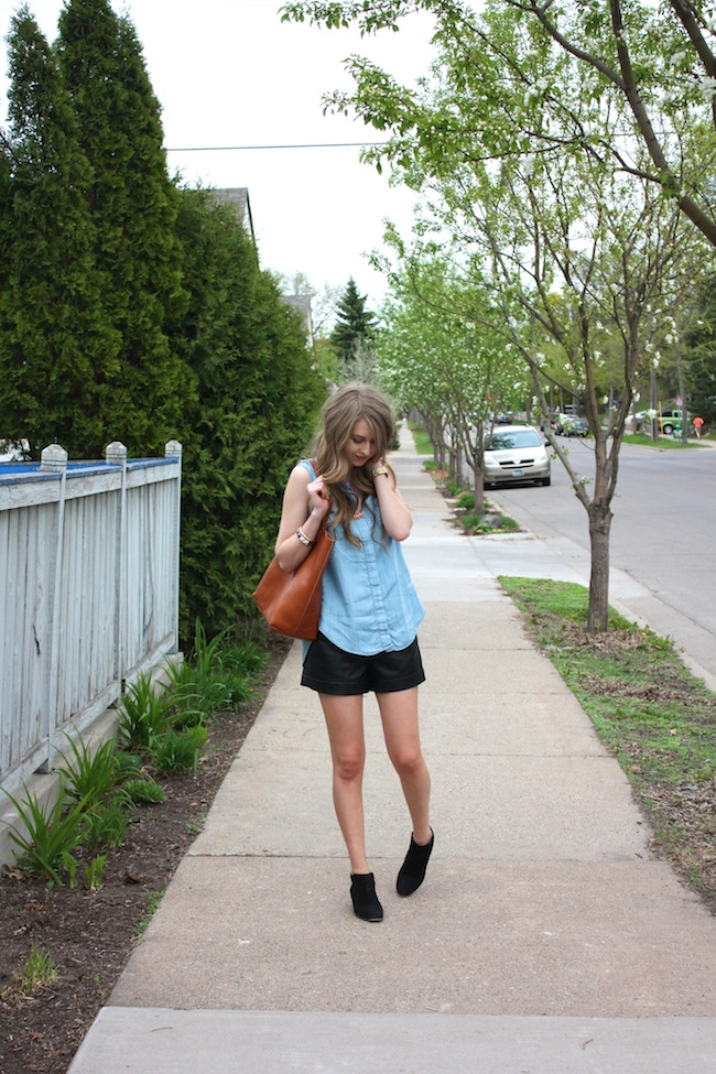 chelsea_lane_zipped_minneapolis_fashion_blog_blogger_lily_and_violet_minkpink_leather_shorts_sleeveless_chambray_madewell_transport_tote_monogrammed_sam_edelman_petty_ankle_boots_black_parc_boutique_orange_necklace13.jpg
