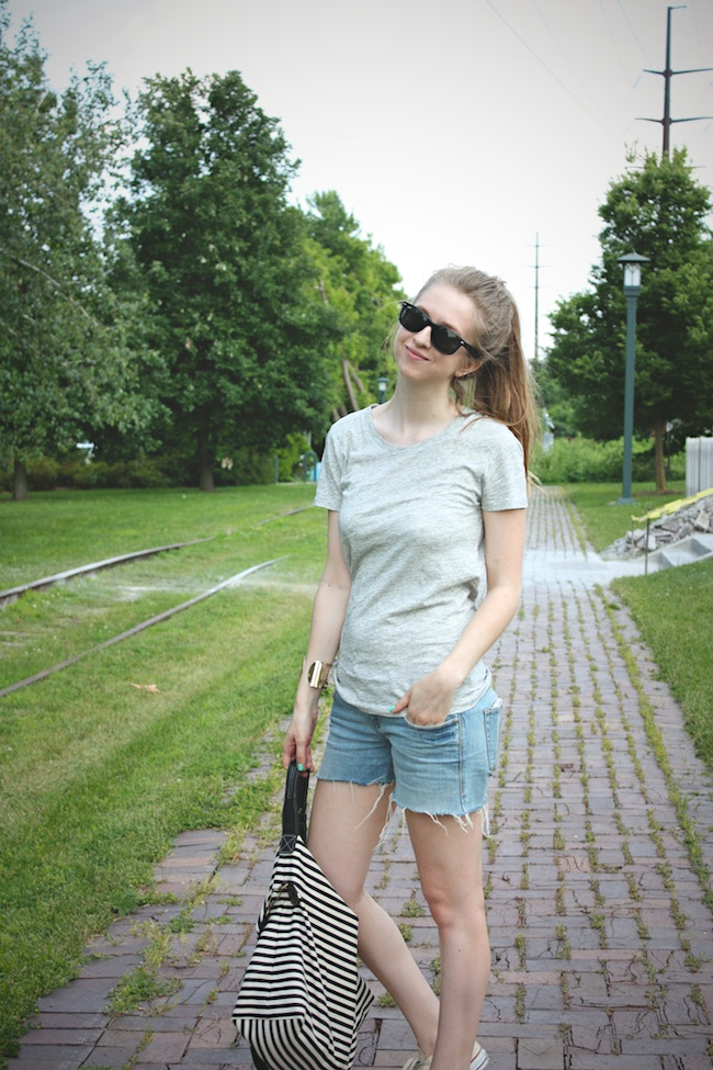 chelsea_lane_zipped_blog_minneapolis_fashion_blogger_jcrew_tee_delias_shorts_converse_all_star_chuck_taylors_lily_and_violet_boutique_weekender_striped_bag_ray_ban_new_wayfarer1.jpg