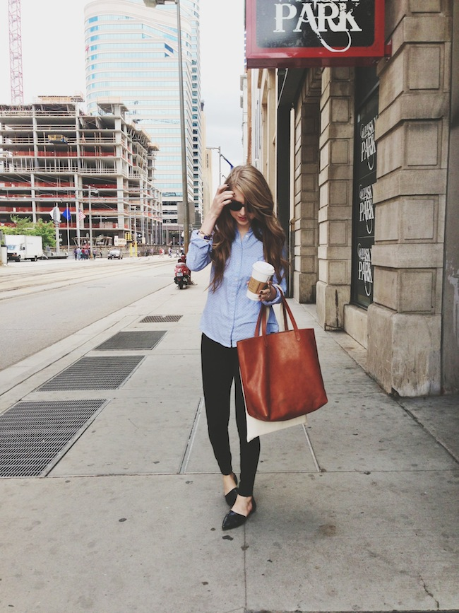 chelsea_zipped_minneapolis_fashion_blogger_gap_perfect_dot_oxford_jcrew_pixie_pants_madewell_transport_tote3.JPG
