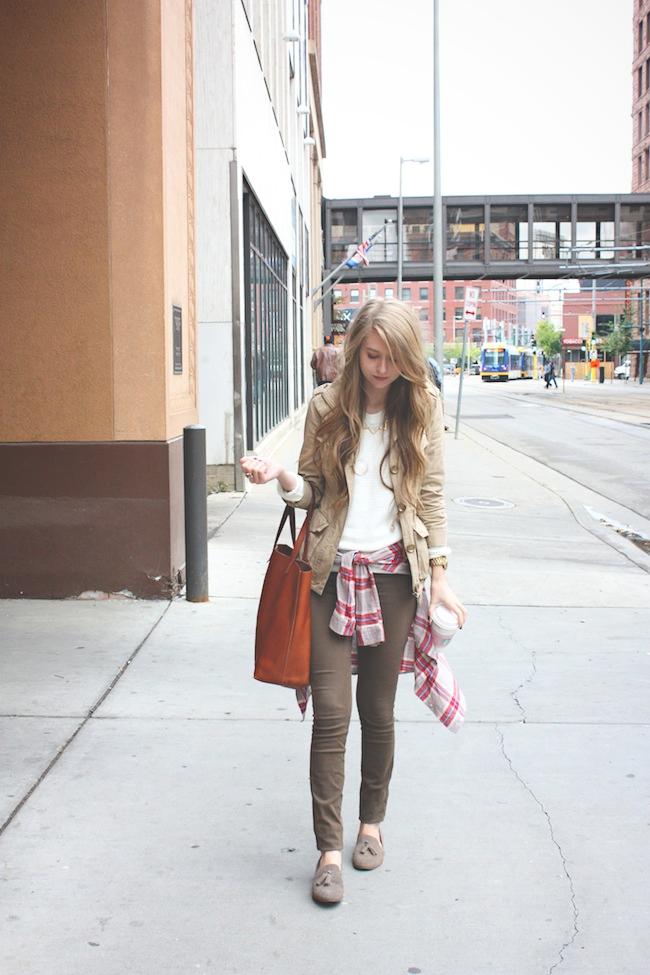 chelsea_lane_zipped_blog_minneapolis_fashion_style_blogger_madewell_henry_and_belle_denim_transport_tote_dv_dolce_vita_tassel_loafers_HM_flannel3.jpg