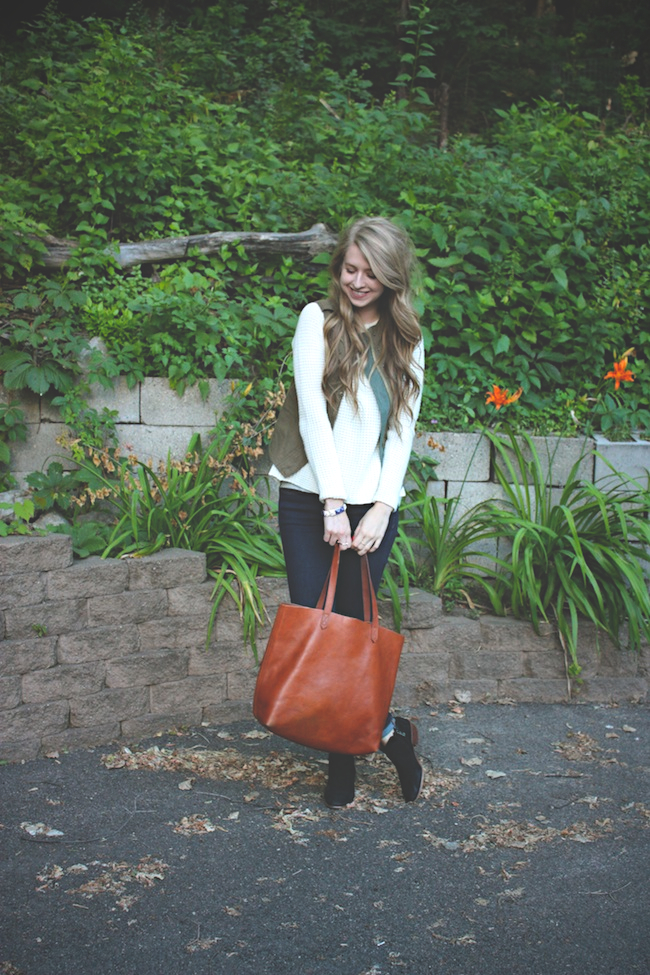 chelsea_zipped_minneapolis_fashion_blogger_parc_boutique_pre_fall_sweater_costa_blanca_gap_denim_leggings_sam_edelman_petty_transport_tote2.jpg