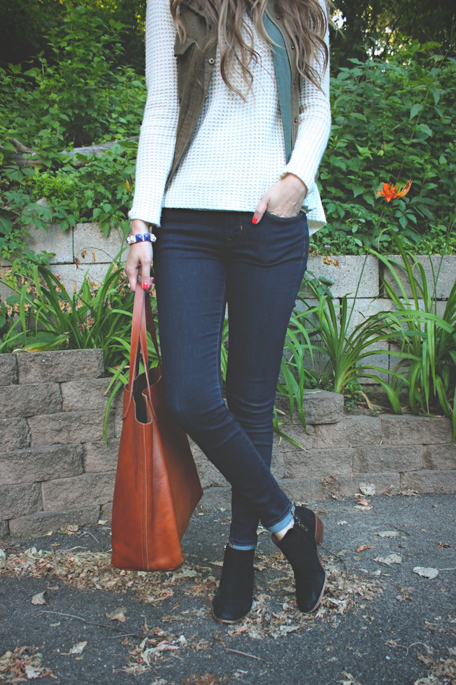 chelsea_zipped_minneapolis_fashion_blogger_parc_boutique_pre_fall_sweater_costa_blanca_gap_denim_leggings_sam_edelman_petty_transport_tote4.jpg