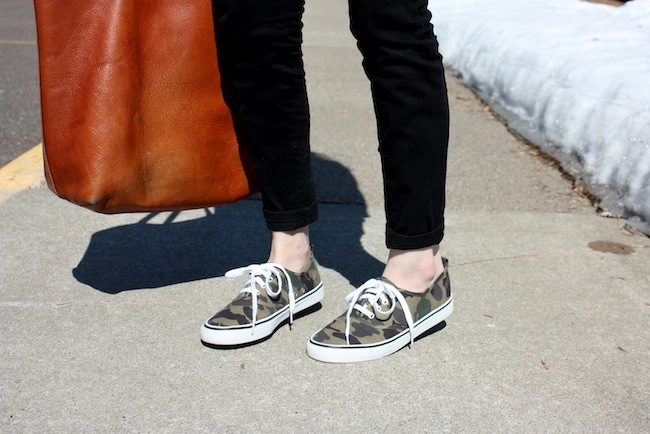 chelsea+lane+truelane+zipped+blog+minneapolis+fashion+blogger+madewell+transport+tote+justfab+signature+skinny+denim+hm+camo+sneakers+ray+ban+wayfarer6.JPG