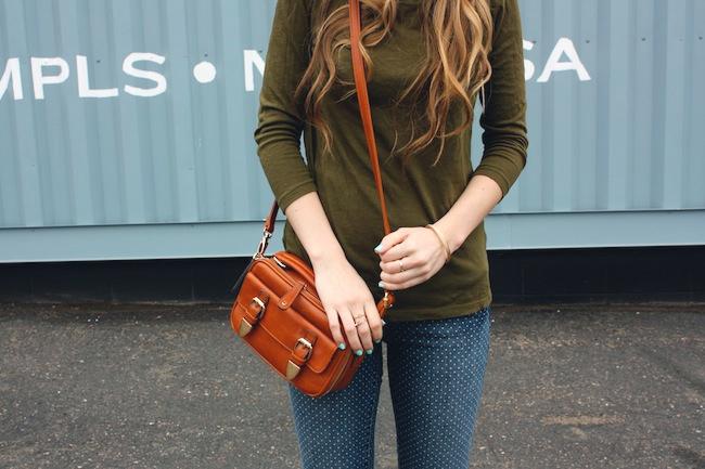 chelsea_minneapolis_fashion_blog_zipped_blogger_lauren_conrad_polka_dot_jeans_converse_low_tops_cream_ray_ban_wayfarer_new4.jpg