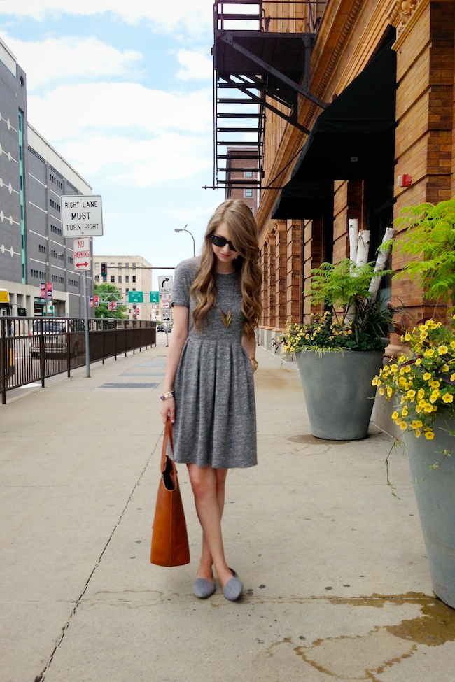 chelsea_lane_minneapolis_zipped_fashion_blog_blogger_madewell_sweatshirt_dress_steve_madden_d'orsay_chambray_flats_transport_tote4.jpg