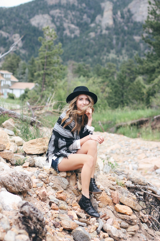 truelane in Colorado, wearing Rag + Bone, Aritzia, Modern Vice.png