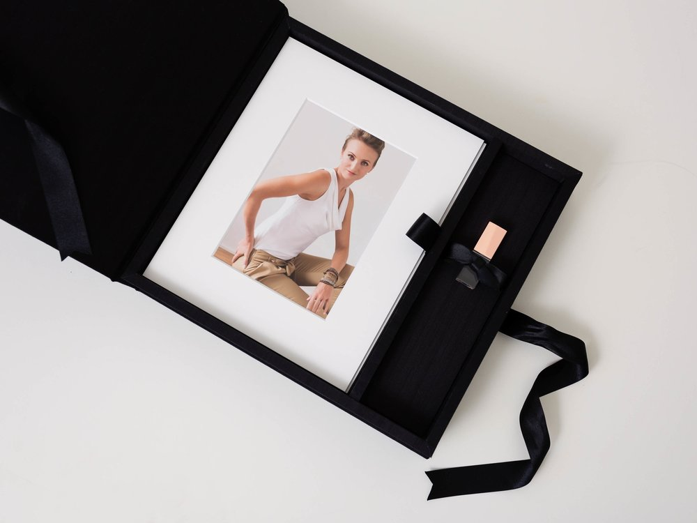 KEEPSAKE BOX - Beautiful keepsake box with Asahi silk cover that hold up your most cherished portraits from your session. Choose whether you want to hang some portraits on the wall, give some to your family or keep them private in the box.