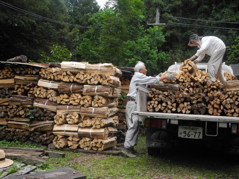 Unloading wood in Ogami