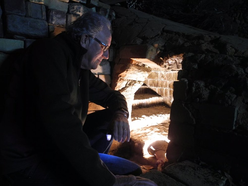 Bruce looking into an old Shigaraki kiln