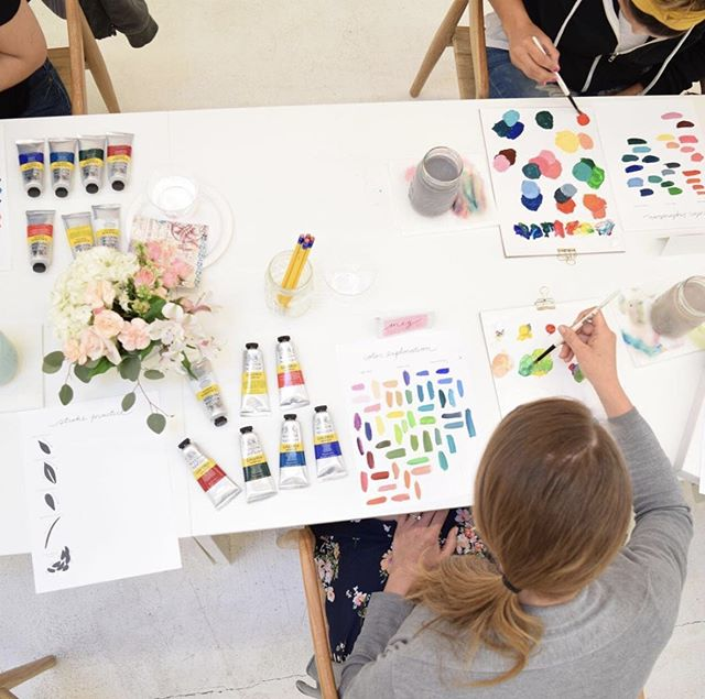 So excited to host this beginner's acrylic painting workshop with @juliemarriottart this Saturday from 10-1pm! Her florals are all so beautiful, I'll be sitting in on this one - hope you can join ;) More details at http://ohfshop.com/workshops 🌻🌺🌷🌸💐