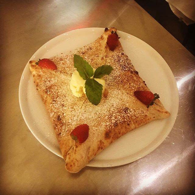 Does dessert get any better than our Nutella calzoncino?  #pizza #napoli #italiansdoitbetter #liveinitalian #italiantouch #bentleigh #melbourne #bestpizzamelbourne #pizzanapolitana #italy #fromitalywithpassion #woodfiredpizzamelbourne #weliveforpizza #italianfood #melbourneiloveyou #melbournefoodie #melbournedinner #igmelbourne #foodie #love #food #nutella