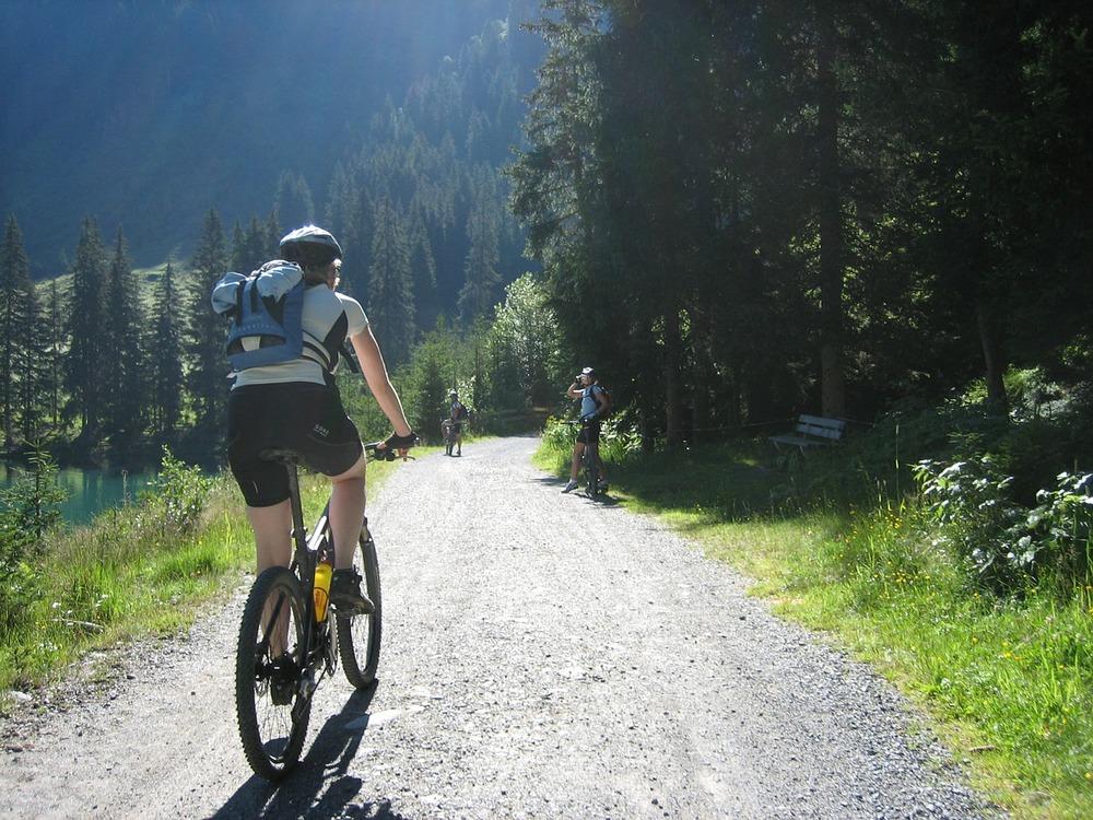 cycling-604451_1280.jpg