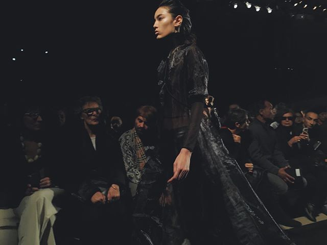 #STYLEFANSHOWS #PFWSS16 #RUNWAY: #AnnDemeulemeester - long, lean synthetic layers with harnesses. #stylefan #anndemeulemeesterss16 #pfw #ss16