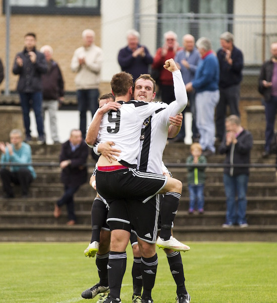 4467 - Chris Walker celebrates David Winters Goal copy.jpg