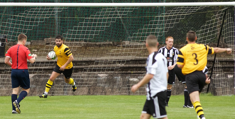 4522 - Steven Meechan grabs a goal back for Kilbirnie copy.jpg
