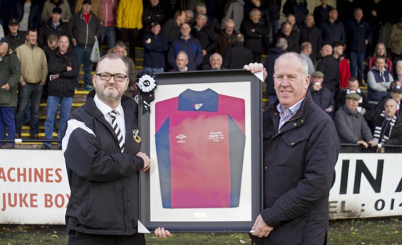 8940 - President Stuart MacDonald and former 'Lok keeper Brian Crombie.jpg