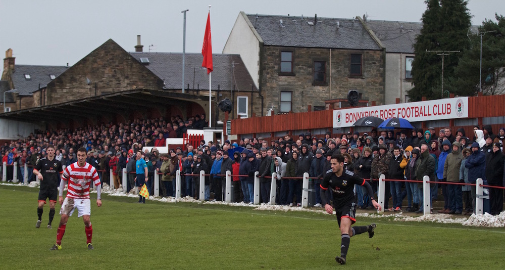 15 - Good travelling support at New Dundas Park copy.jpg