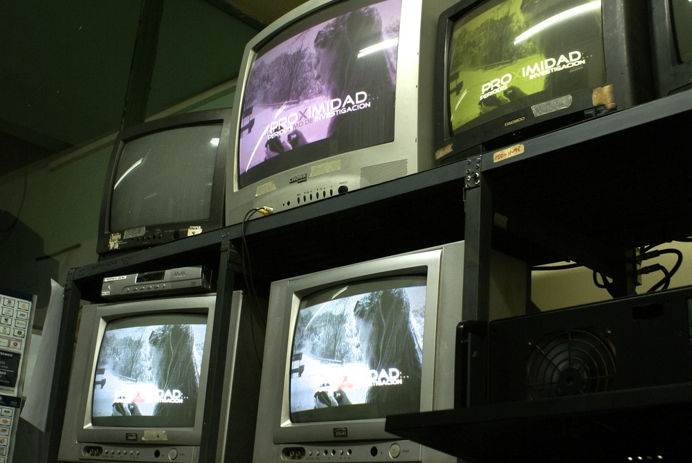 """Proximidad"" broadcast in the technical room at the headquarters of C.V.I. Canal 5."