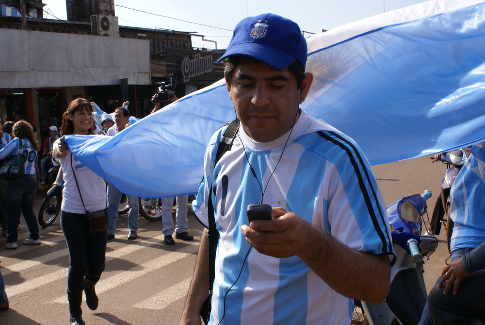 Javier Villegas, reporting from the center of Iguazú after Argentina's successful soccer match in the 2010 World Cup.