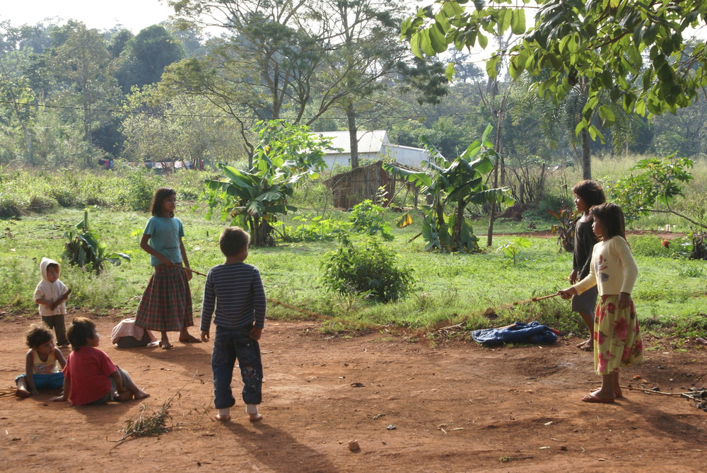 Children playing at the indigenous Guaraní community of Yriapú.