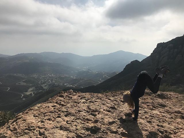 Defying Gravity-Thut Up!  #thut #pilates #pilatesbody #pilatesinstructor #pilateslovers #hikingadventures #california #handstand #weallneedalift