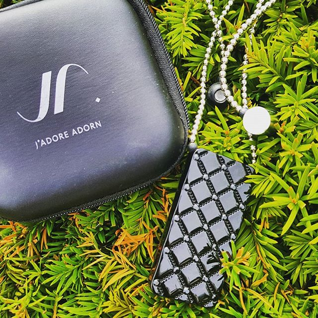 Lazy days... Music in my ears and nature around me... #makethemostofit #fashtech #wearable #music #lazydays #bluetooth #apple #accessories #tech #jadoreadorn #smartfashion #stylish #fashion #jewelleryearphone #swarovski #london #limitedstock