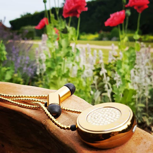 When the flowers are in full bloom and you feel the same... #jewelleryearphone #fashiontech #lifestyle #wearables #swarovski #summertime #superiorsound #music #womenintechnology #workaccessory #london #love #lazydays #innovation #instatech #timetoshine