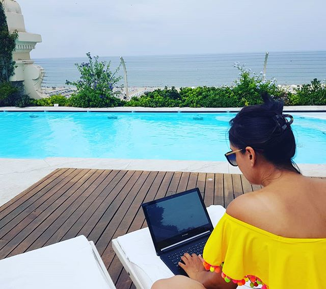Sometimes the best inspiration comes from when you're out of the office... #workhardplayharder #inspiration #fashiontech #italy #bossgirl #travel #sunshine #poolside #womenintechnology  #press #fashionblogger #style #smartfashion