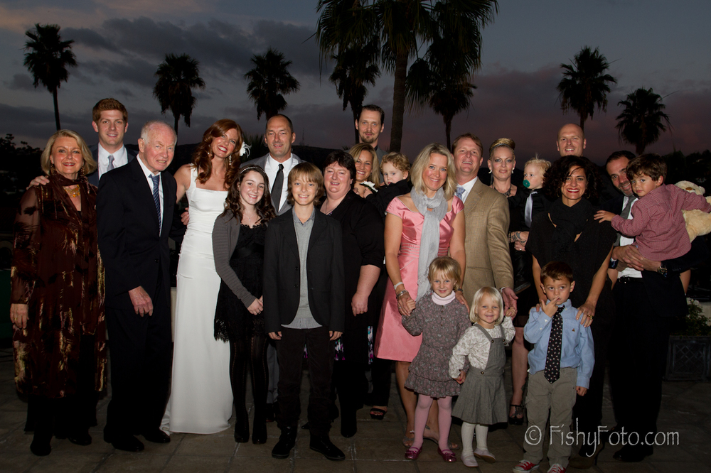 Large family photo at a hollywood wedding.  #FishyFoto