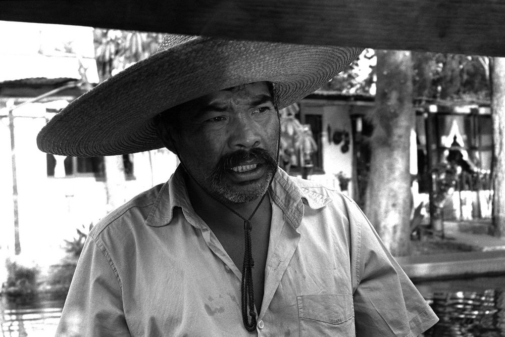 Worker in Xochimilco Lake (Mexico City), December 2012
