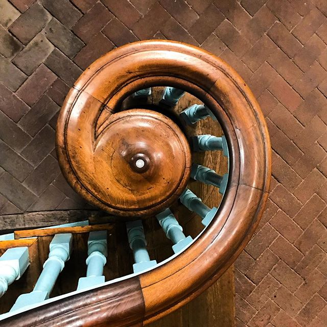 Love the staircase bannister in Independence Hall! #architecture #architecturelovers #architecturelover #design #art #architecturephotography #archilovers #instagood #building #urban #photography #travel #geometry #style #interiordesign #beautiful #photooftheday #love #travelgram #independancehall #philadelphia #independancehallphilly #philly #libertybell #history #usa