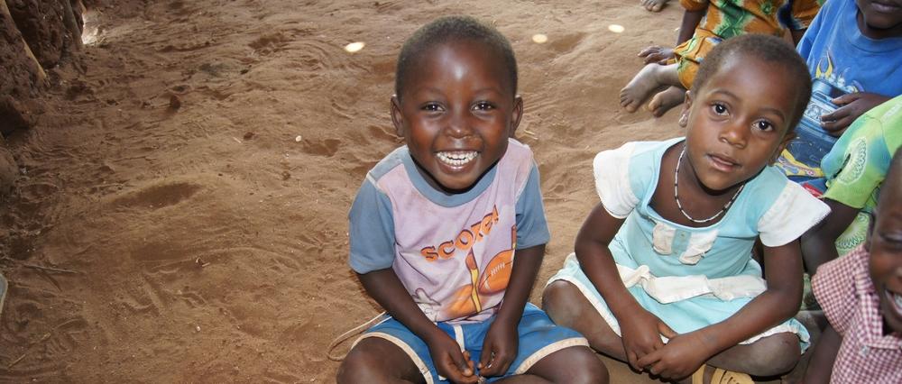 """,,Together we plant a smile on orphans face""""   Henry Ndurya, Gründer FOM   Jetzt unterstützen"""