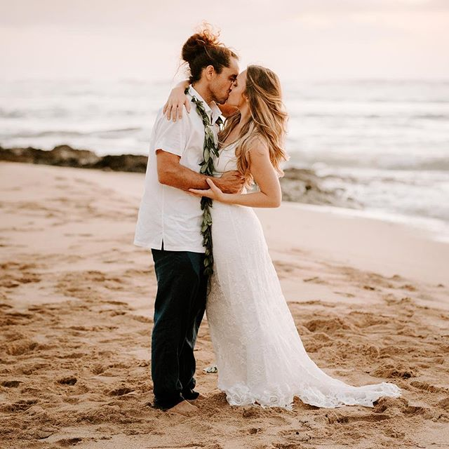 Pink skies and sandy toes🌺 . . . . . #sandiegoweddingphotographer #momentsoverposes #oahuwedding #hiweddings #wedhawaii #luckywelivehawaii #hawaiiwedding #hawaiiweddingphotographer #thatsdarling . #oahuweddingphotographer #oahuwedding #hiweddings #wedhawaii #luckywelivehawaii #sandiegoweddingphotographer #sandiegowedding #sandiegobride #momentsoverposes #momentsovermountains #teethsoclean . #oahuwedding #oahuweddings #hawaiiwedding #hawaiiweddingphotographer #sandiegoweddings #sandiegoweddingphotographer #wedhawaii #belovedstories #loveandwildhearts #bohobride #tropicalwedding #junebugweddings #goldenlovestories #loveintentionally #luckywelivehawaii #authenticlovemag #momentsoverposes #momentsovermountains #vscohawaii #thehappynow