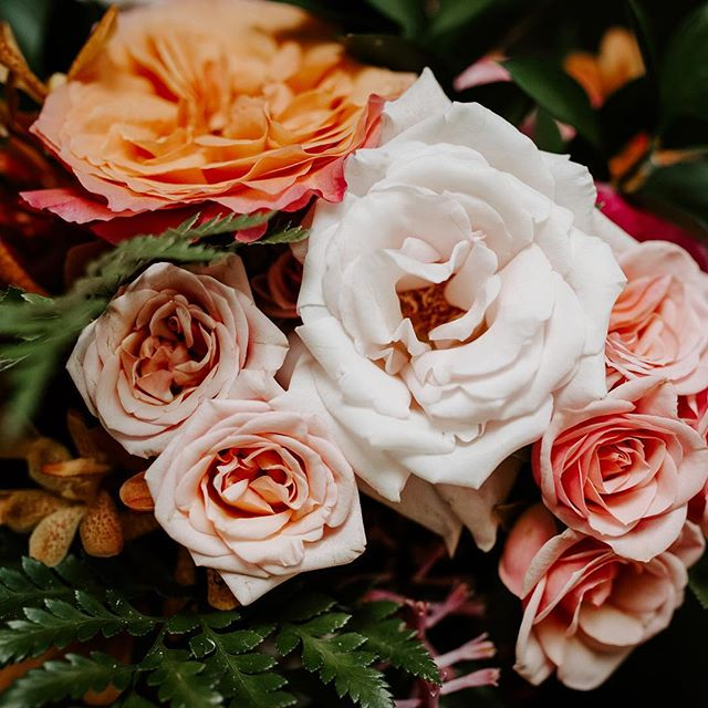 Prettiest blooms by the most talented ladies @loveletterweddingsfloral . . . . . . #oahuwedding #oahuweddingphotographer #hawaiiwedding #hawaiiweddingphotographers #sandiegowedding #sandiegoweddingphotographer #thatsdarling #hiweddings #vscohawaii #luckywelivehawaii #loveintentionally #junebugweddings #bohobride #momentsovermountains #thehappynow