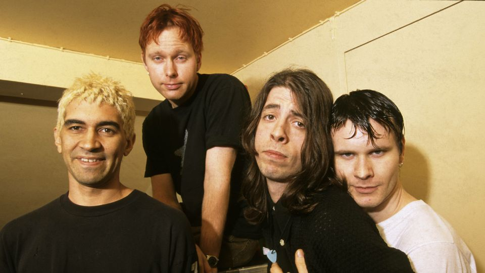 90s Foo, around their debut.  Image per   A.V. Club  .