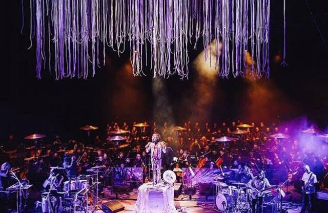 Coyne and the Colorado Symphony. Photo per Erina Uemura.