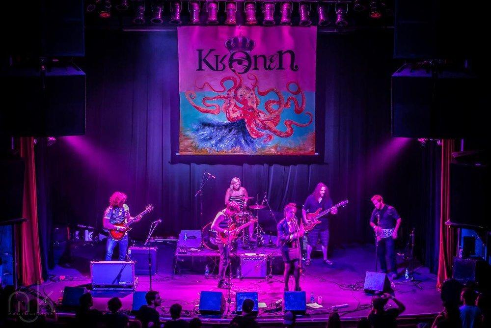Kronen Band.