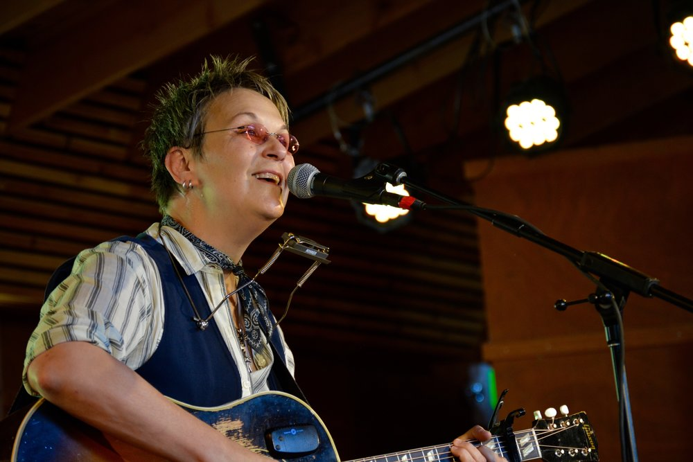 Mary Gauthier opened her set with Woody Guthrie's _This Land_ with an emotional sing-along.jpg