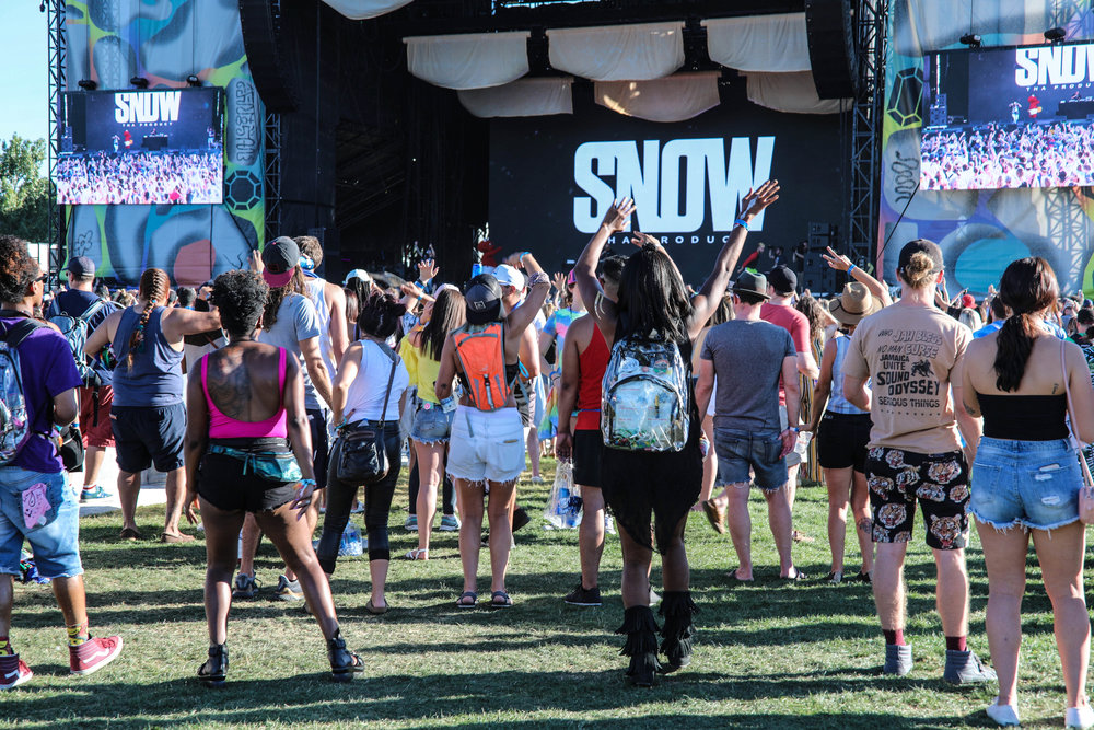 The Grandoozy audience dances to artist Snow Tha Product.
