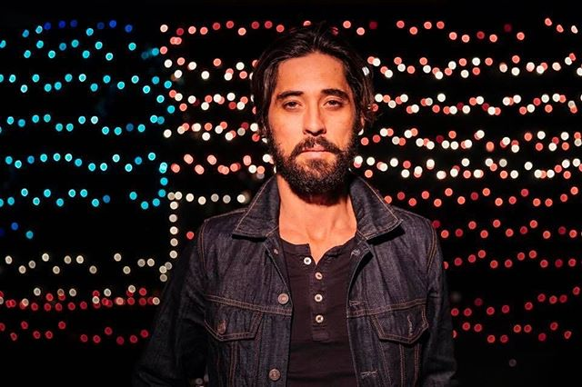 New interview up with @ryanbingham_official -he's stopping by @ogdentheatre this Tuesday 04/04! Details on his new record + tickets at the link in our bio with words by @natalie.pulvino ⚡️ | 📸: @donniehedden