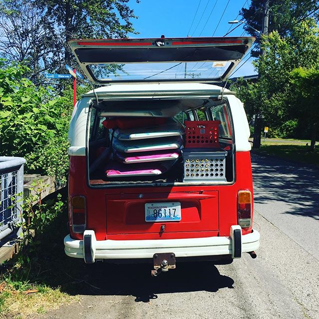 Janet is back, BEACHES 🌴 #supyoga #summer #vwlife #popsup #paddleseattle #getyouromon @tif_seattle @standuppaddlemagazine @pauhanasurfsupply @stand_up_paddle @supthemag @supyogapr