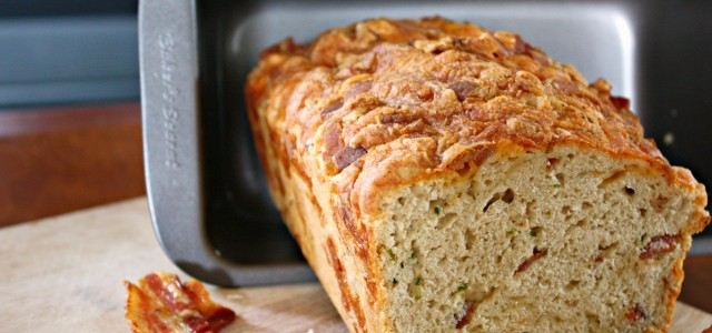 Bakers-Secret-Bacon-Cheddar-Beer-Bread-with-Fresh-Jalapenos-640x300